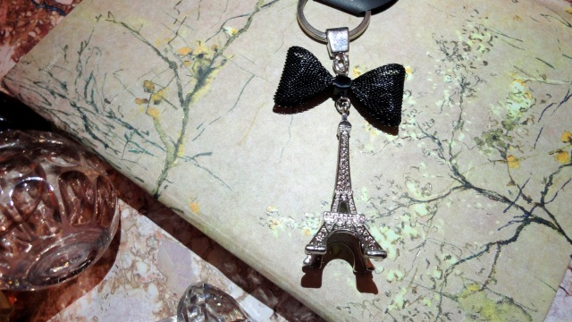 paris keyring with a bow